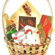 Basket of sweets with champagne - flowers and bouquets on roza.pl.ua