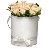 Bouquet of cream roses in a box - flowers and bouquets on roza.pl.ua