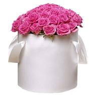 Box with pink roses - flowers and bouquets on roza.pl.ua