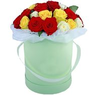 Multicolored roses in a hat box - flowers and bouquets on roza.pl.ua