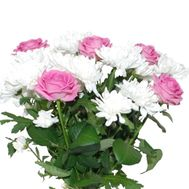 Bouquet of 5 roses and 2 chrysanthemums - flowers and bouquets on roza.pl.ua