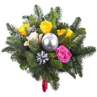 Букет из 5 роз и ели - цветы и букеты на roza.pl.ua